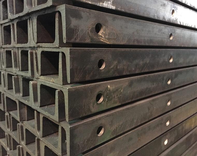 鋼材 溝形鋼 穴