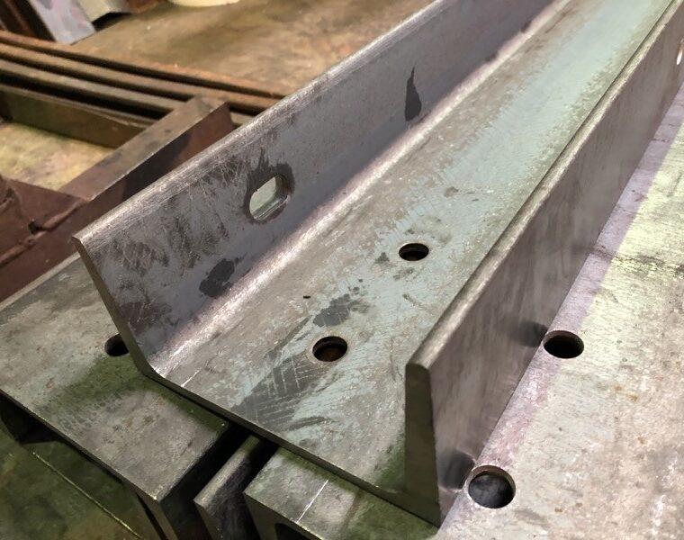 チャンネル 鋼材 加工 穴あけ フランジ 長穴