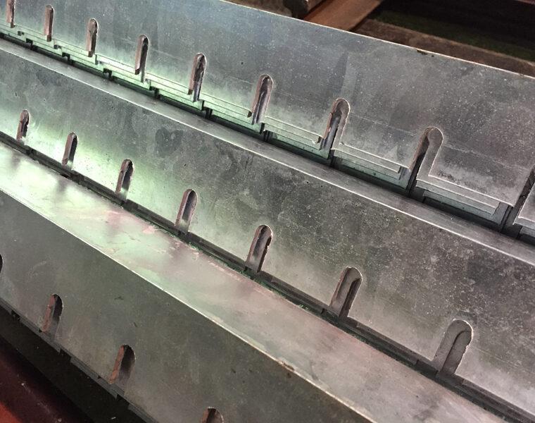 鋼材 アングル 切り欠き